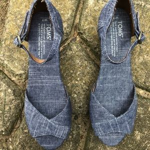 TOMS Denim/Cork Wedge Shoes Very good condition 7W